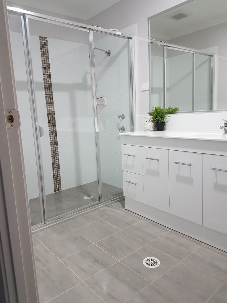 From Chaos to Pristine - A Bathroom Make-Over 4