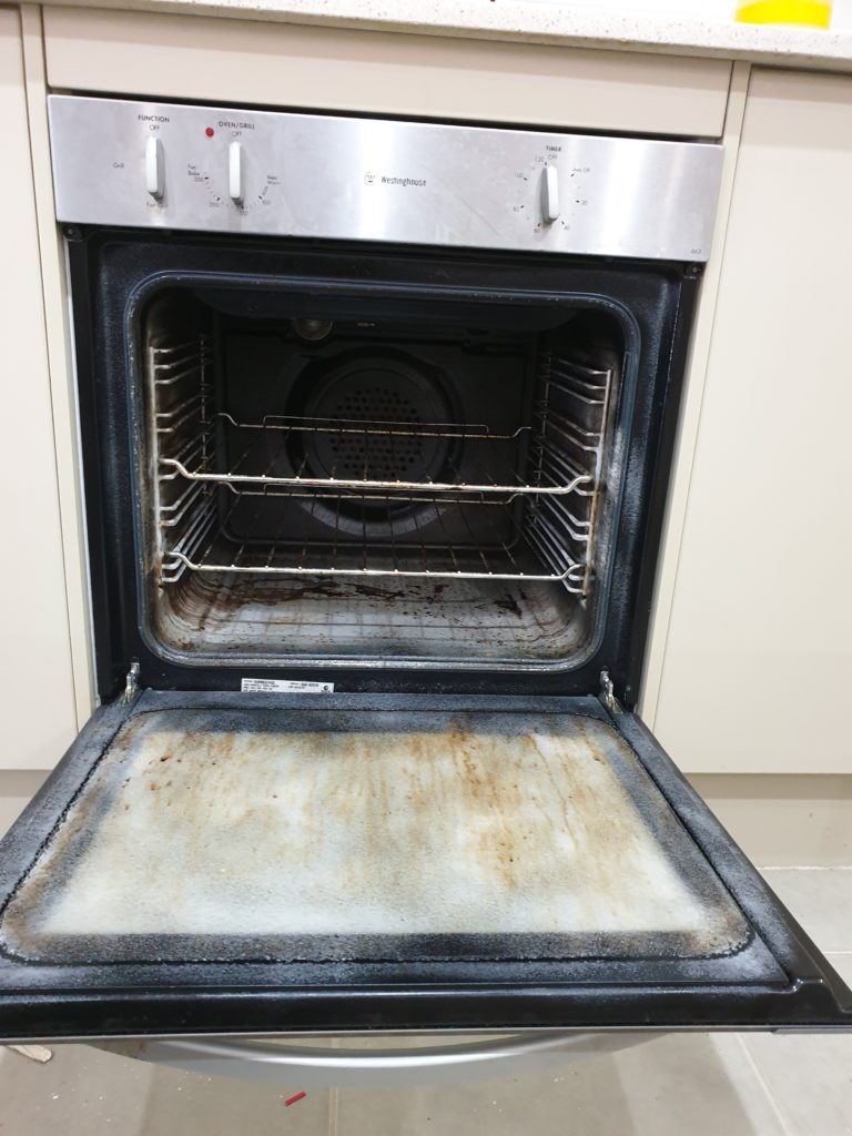 From Dirty to Clean - Oven Cleaning 1